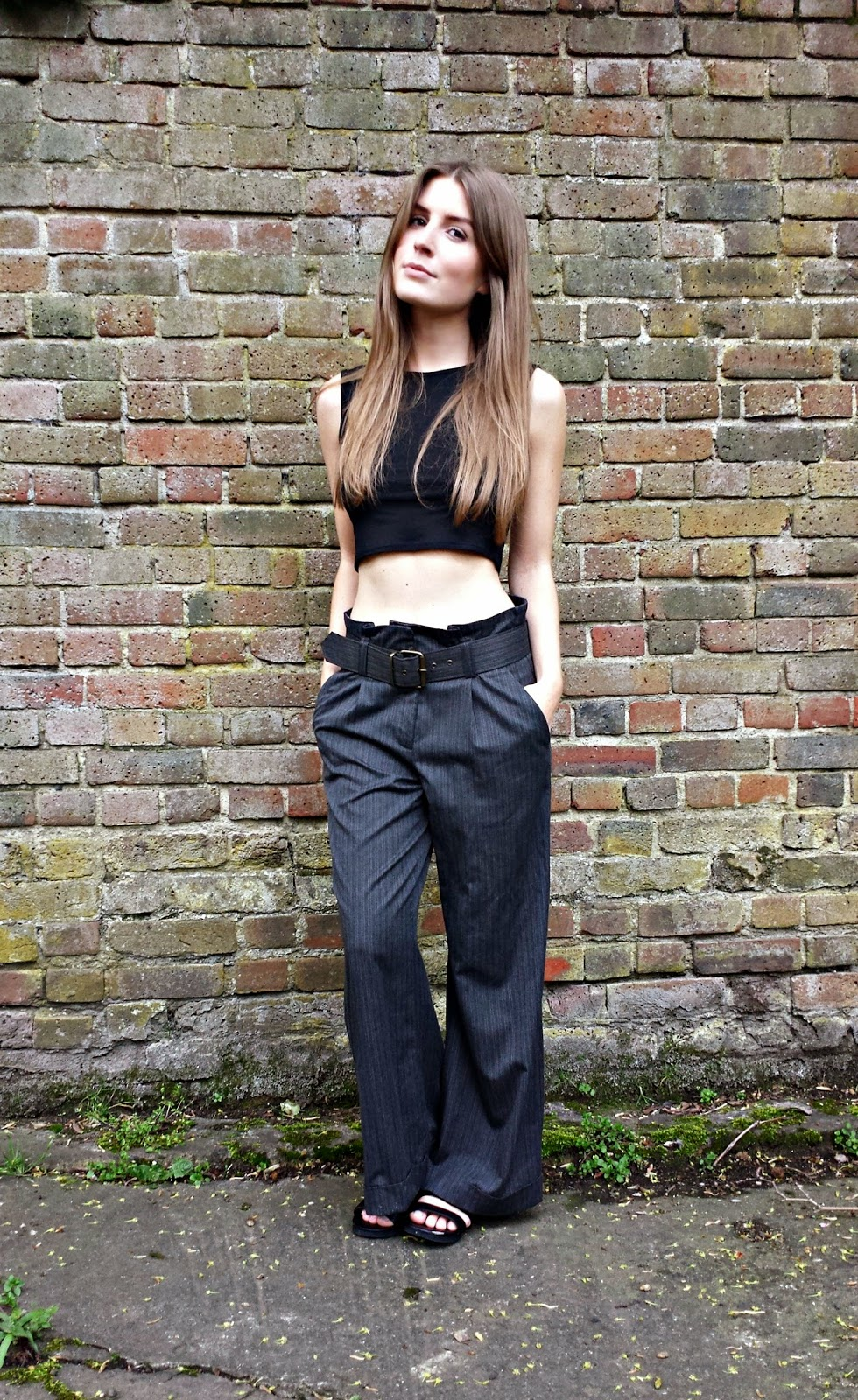4d7a4089e0d2 Outfit  crop top and wide leg trousers