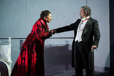Verdi: La forza del destino - Mary Elizabeth Williams, Miklos Sebestyen - Welsh National Opera (Photo Richard Hubert Smith)