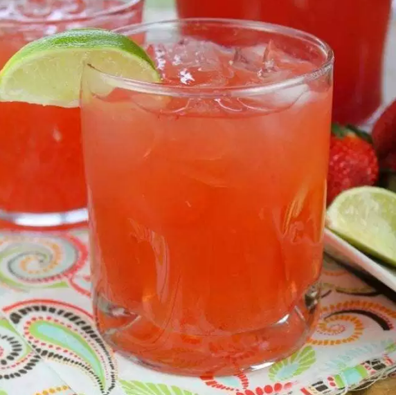 EASY STRAWBERRY LIMEADE PUNCH #drink #sangria #smoothie #easy #punch
