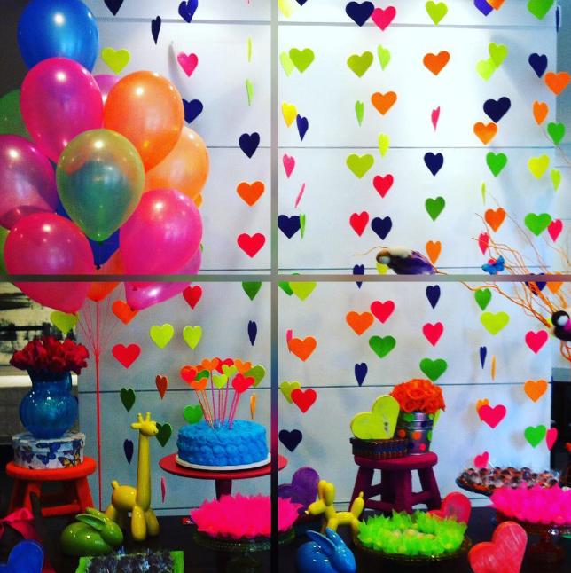101 fiestas fiesta de adolescentes neon party - Adornos fiesta de cumpleanos ...