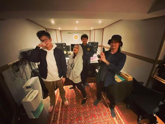 公廣系校友林志龍(右一)擔任製作、錄音之作品《kinakaian 母親的舌頭》榮獲2020金曲獎最佳年度專輯、最佳年度歌曲、最佳原住民語專輯獎