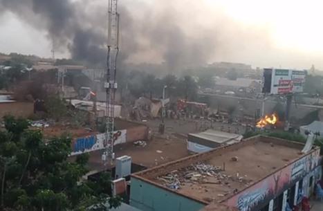 قتلى وعشرات الجرحى في فض الأمن اعتصام الخرطوم (شاهد)