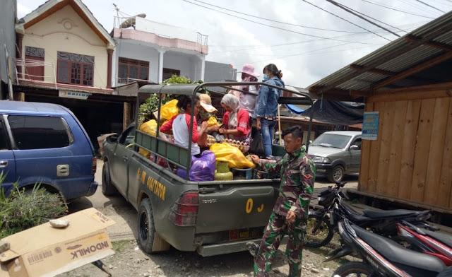 Lihat Aksi Satgas TMMD 103, Saat Mengantar Orangtua Asuhnya ke Pasar Bolu