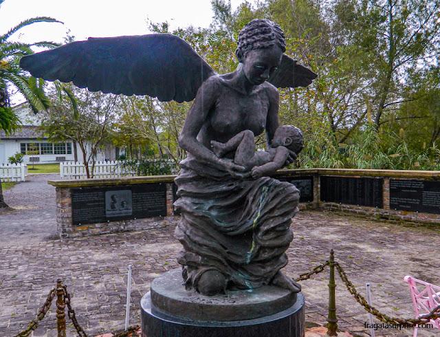 O monumento na Whitney Plantation lembra as crianças escravizadas na fazenda