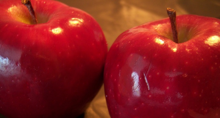 Two red delicious apples