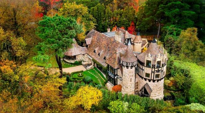 why not stay in an Aussie castle for the weekend?