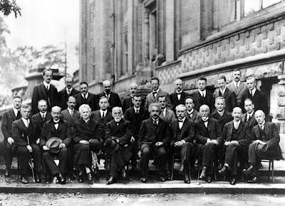 Física Cuántica, Ciencia en el teatro, Bomba atómica