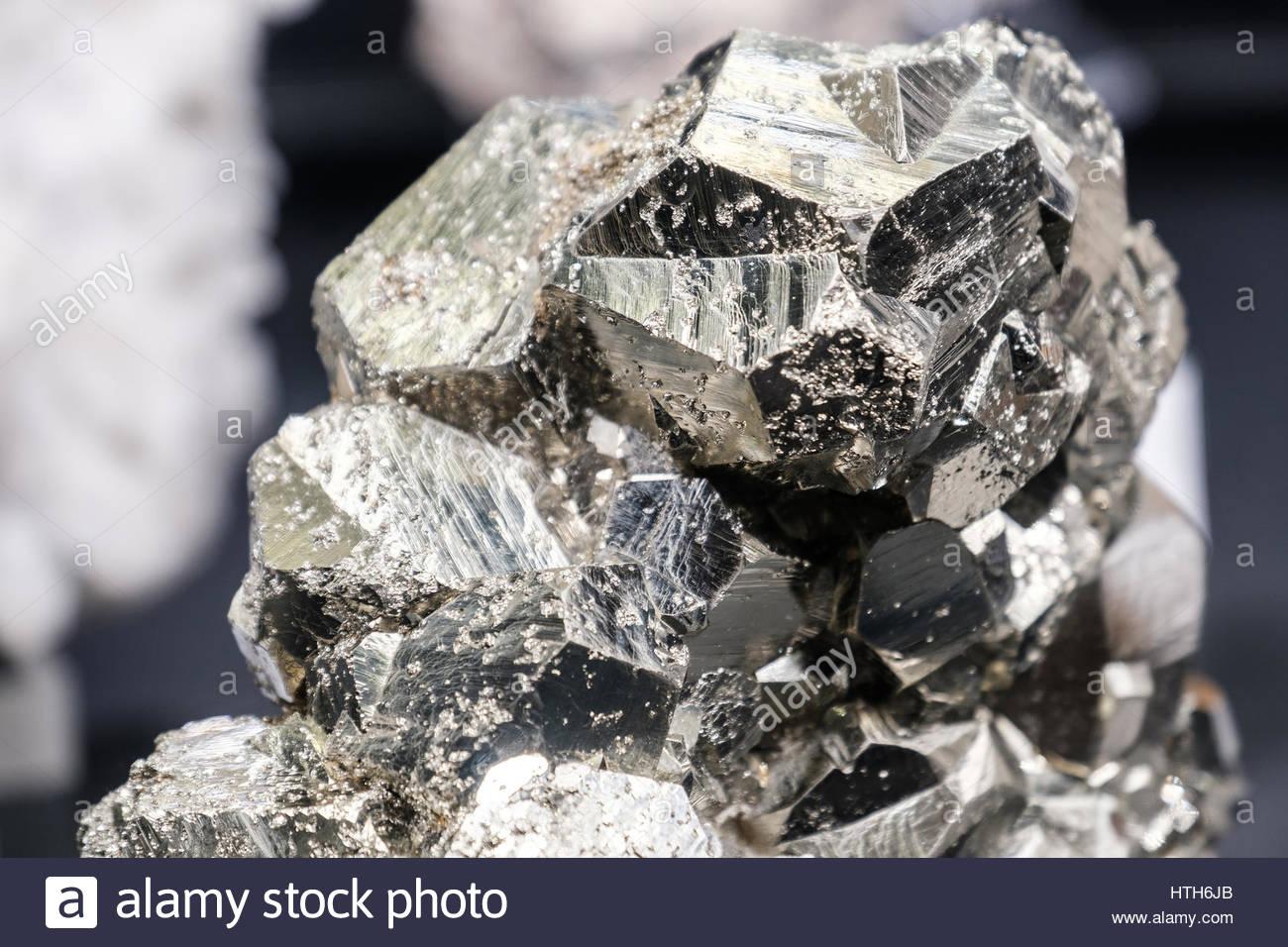sphalerite pyrite