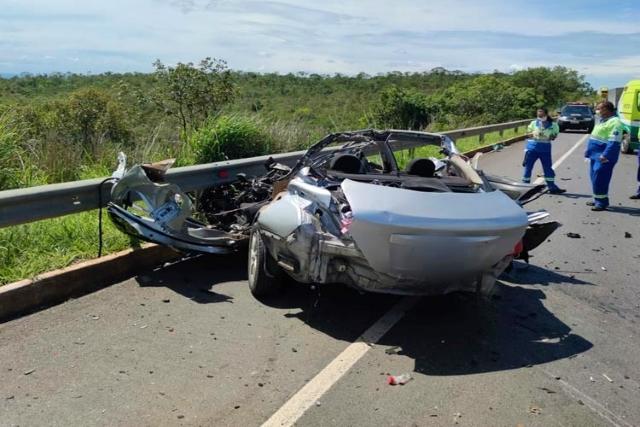 Cinco pessoas com destino a Aracatu morrem em acidente em Montes Claros