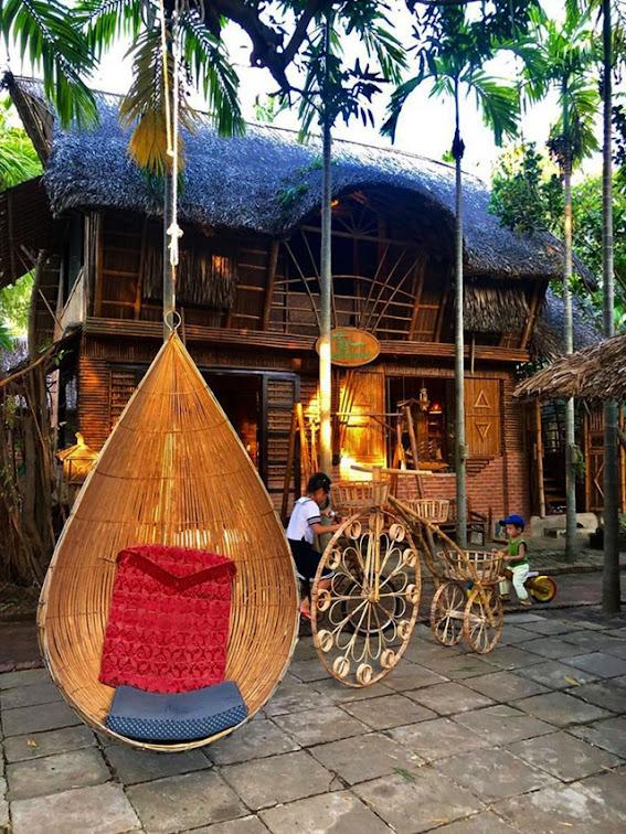 Nhà làm bằng vật liệu kết hợp của tre và dừa