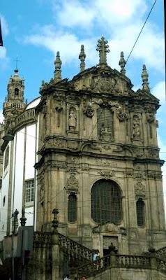 fachada da Igreja dos Clérigos com a Torre dos Clérigos ao fundo