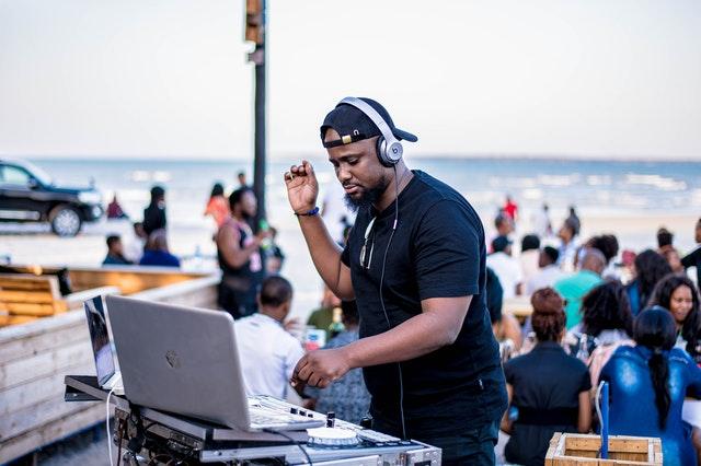 Choosing a DJ for your Wedding Reception