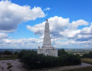 Ізюм. Гора Кременець (Крем'янець). Обеліск на честь жертв Громадянської війни