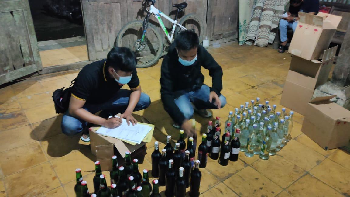 Razia di Mirit, Polisi Amankan 65 Botol Miras