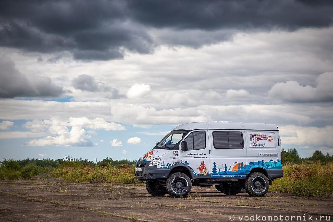 ГАЗ Соболь 4х4 самый западный на взлетной полосе