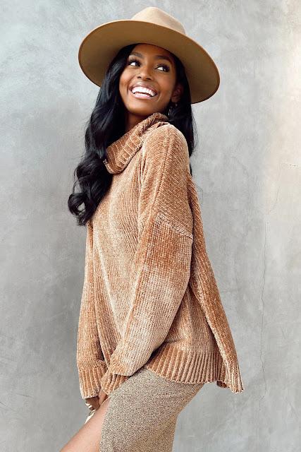 Fatima Turtleneck Sweater in Caramel Chenille