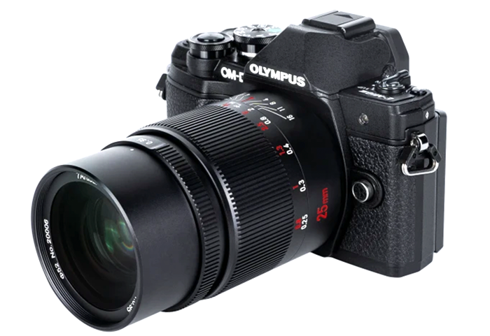 Объектив 7Artisans 25mm f/0.95 с камерой Olympus