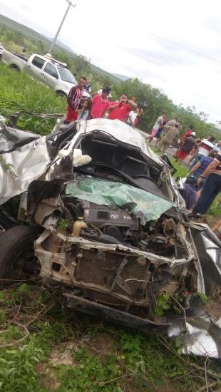 TRAGÉDIA: Homem e duas mulheres morrem após carro capotar no Ceará
