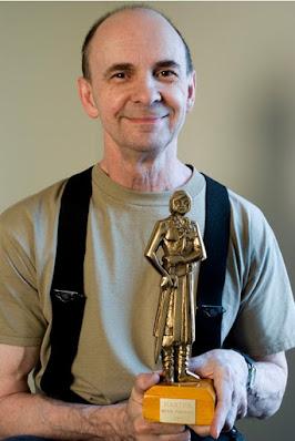 Richard Corben con el Premio Haxtur al mejor dibujo en 2003