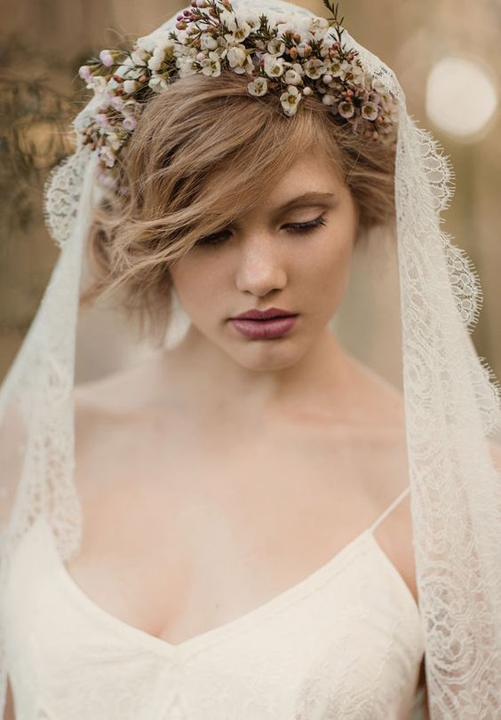 Peinados de novia con tiara y velo Fotos de los mejores looks (Foto  - Peinados De Novia Con Velo Corto