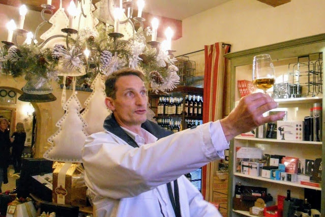Christmas in Provence: David from Avingnon Wine Tour explaining how to taste wine