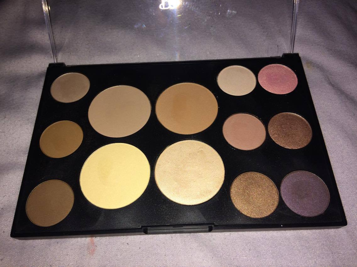 ... I have decided to bring one to you, as I have started to explore different brands now. So today I will be reviewing the Primark PS... sculpting palette.
