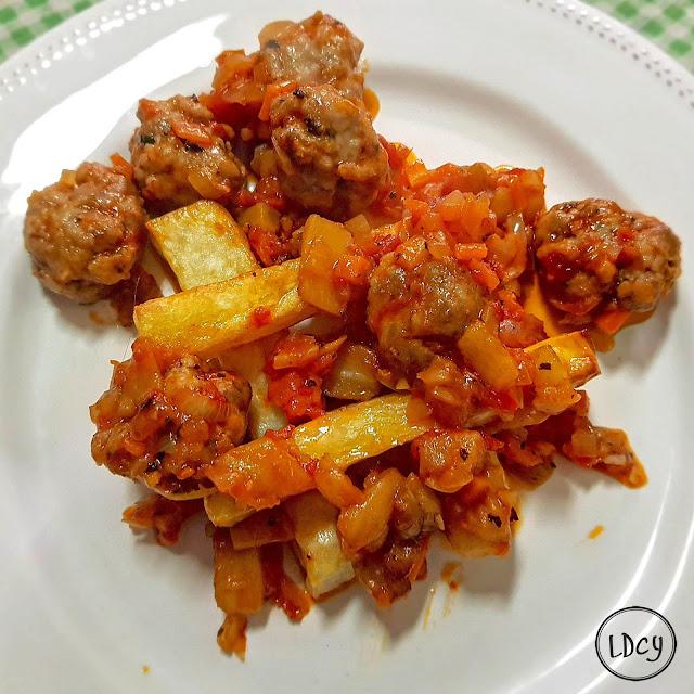 Albóndigas Con Tomate Y Patatas