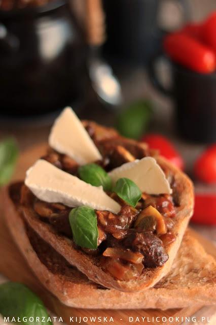 przepis na tosty z grzybami, przekąski z duszonymi grzybami, daylicooking