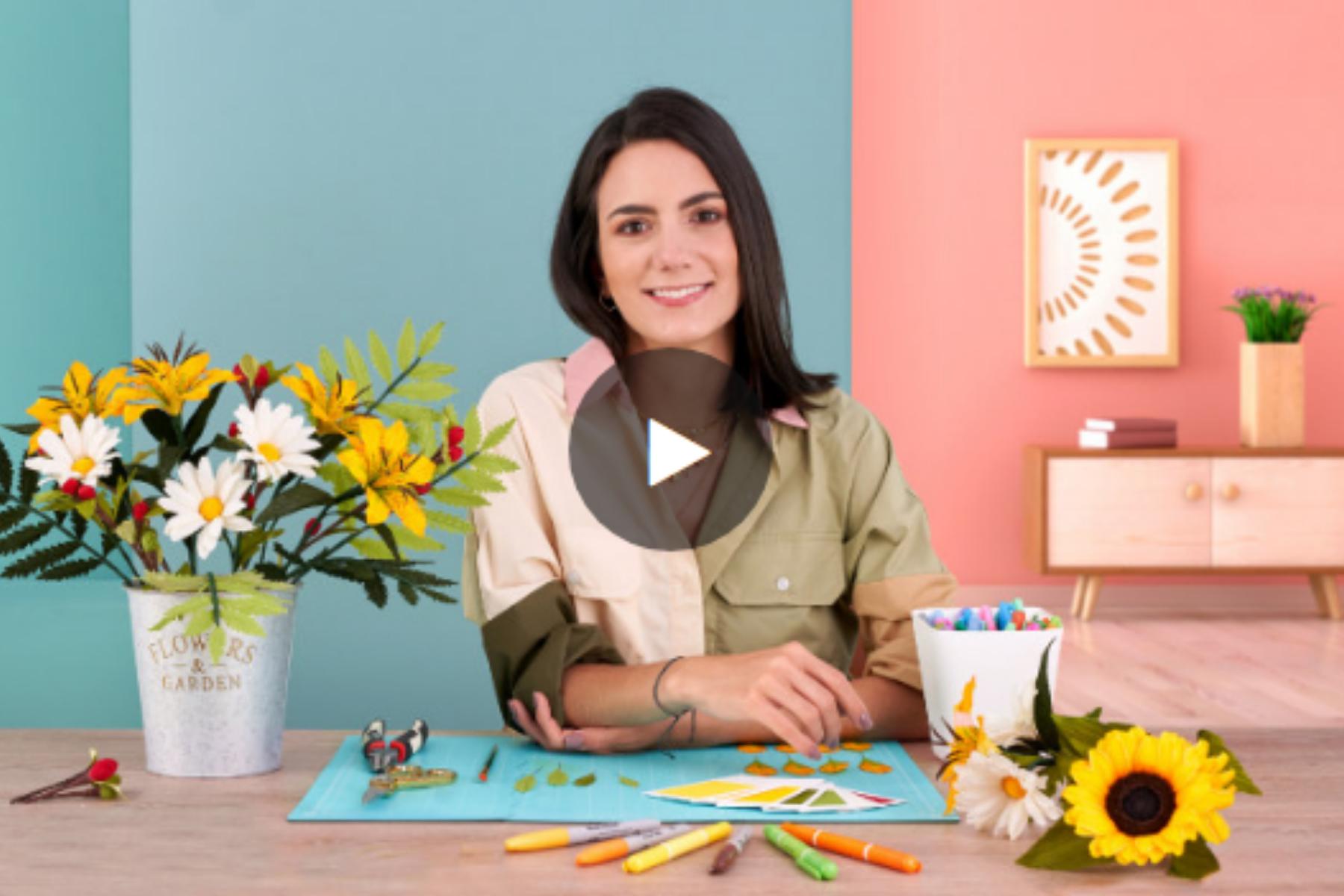Manuela Maya en el Curso de Diseño de flores realistas en papel