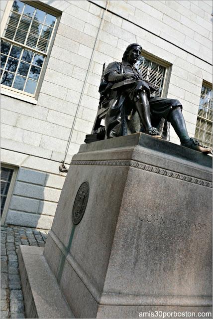Zapato de la Estatua de John Harvard