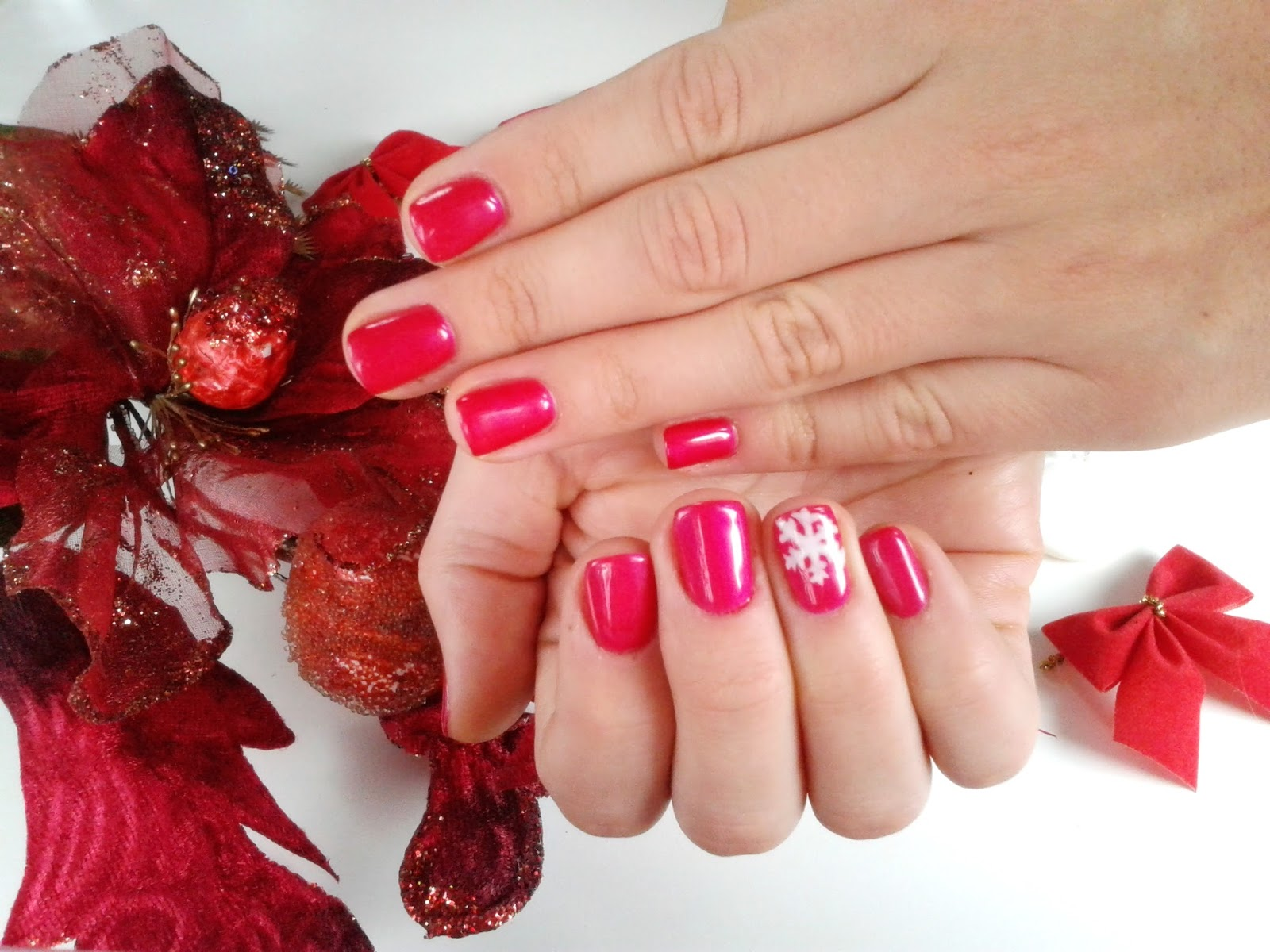hibrid red nails