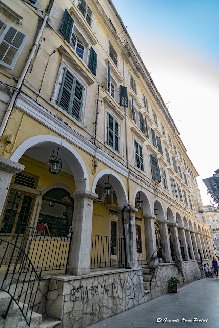 Calles Porticadas de la Ciudad Antigua - Corfu por El Guisante Verde Project