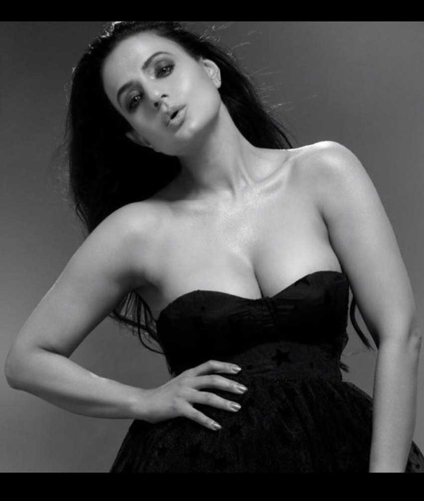 ameesh patel, ameesha patel hot photoshoot