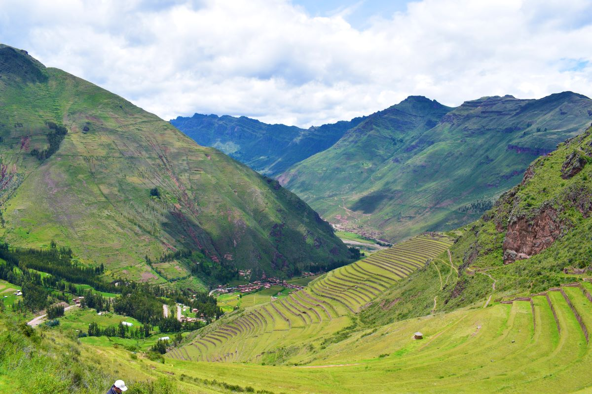 valle de antiga cidade inca no  peru