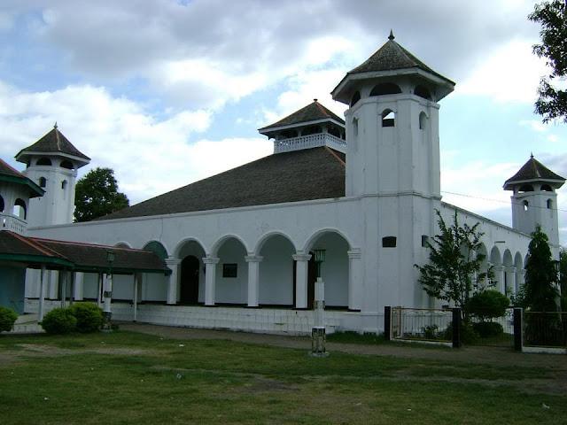 Masjid Sultan Muhammad Salahuddin; Simbol Kekuasaan dan Religiositas