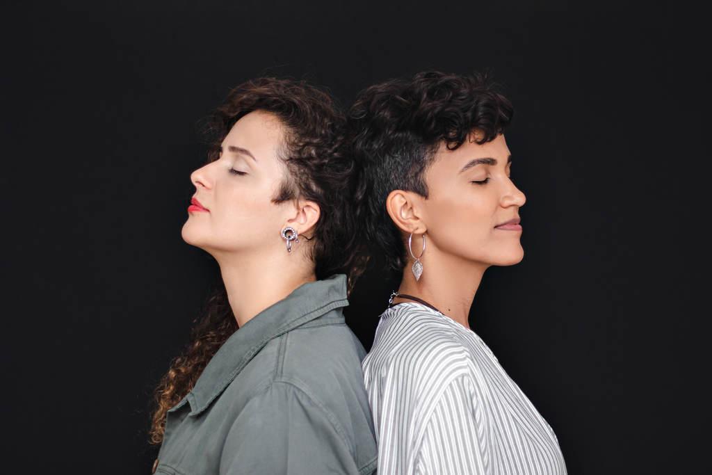"""Duo Dois Lados - EP """"Quando Tudo Parece Estranho"""" será lançado no dia 14/12 em todas as plataformas de música digital."""