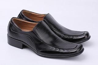 sepatu kerja pria,sepatu pantofel hitam hitam,gambar sepatu lancip aladin,grosir sepatu kerja murah,gambar sepatu formal 2018,model sepatu kantor pria 2018,toko sepatu kerja cibaduyut,gambar sepatu kerja terbaru 2018,pusat sepatu kerja murah bandung