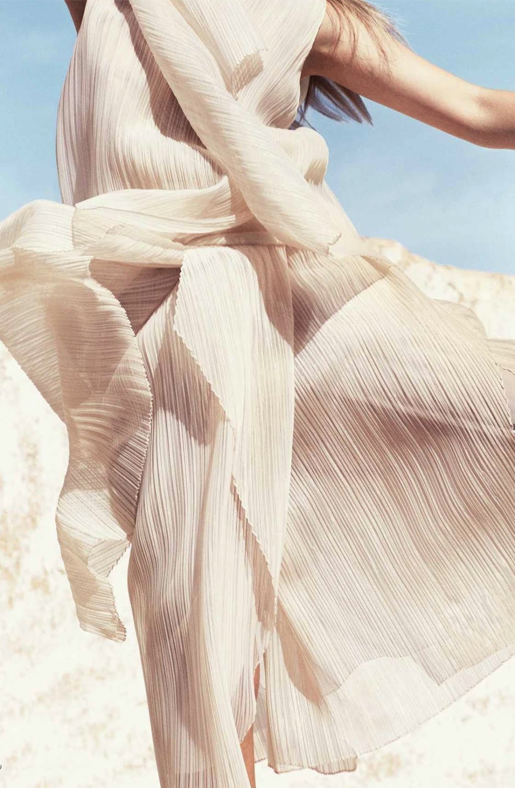 Most beautiful linen wardrobe pieces and essentials to buy now / Photo source: Larissa Hofmann in White Heat / Harper's Bazaar Germany June/July 2016 (photography: Marcus Ohlsson, styling: Kerstin Schneider) via www.fashionedbylove.co.uk