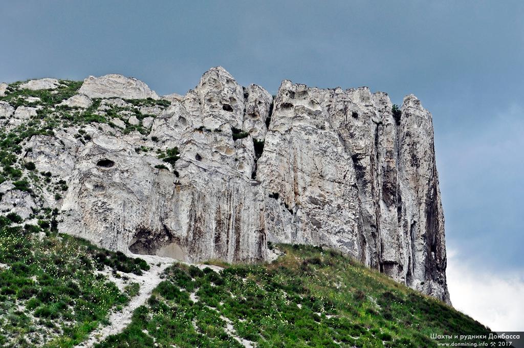Гроты в меловой скале