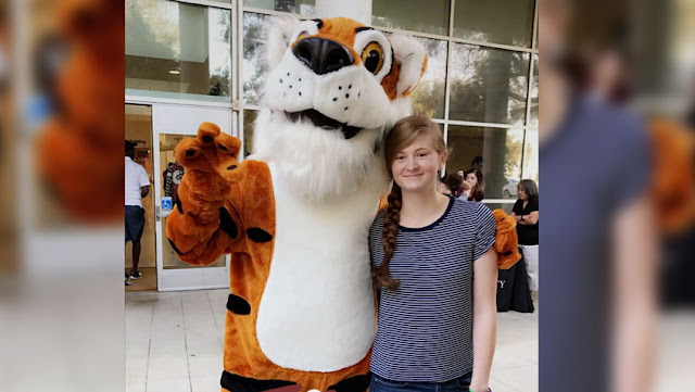 Trinity U student with LeeRoy the Tiger
