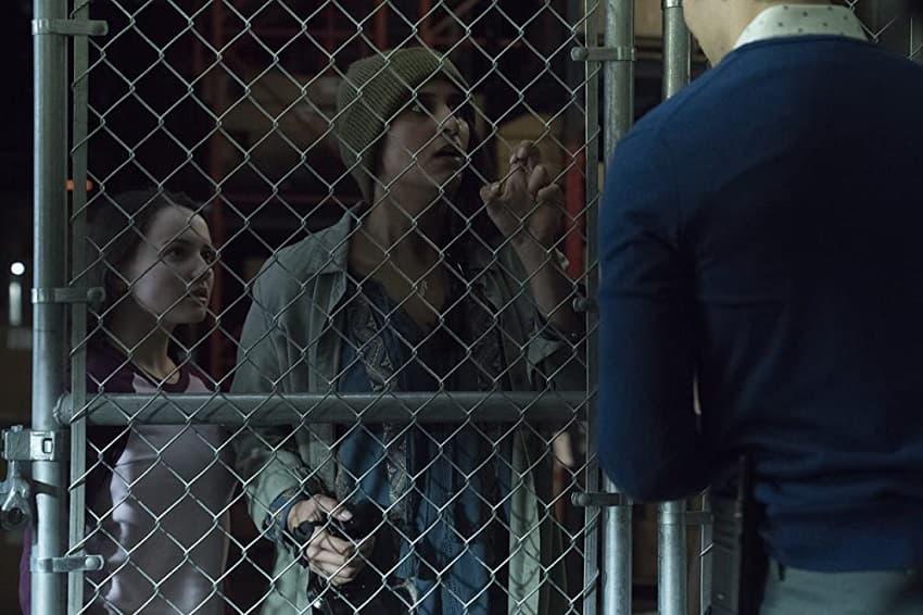 Рецензия на фильм «Убийственная мода» (Slaxx) - хоррор про джинсы-убийцы - 02