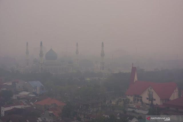 Kabut Asap Mencekat, Mahasiswa Riau Demo Minta Jokowi Turun Tangan