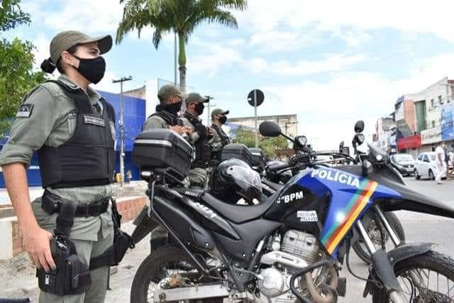 Paulo Câmara quer câmeras no uniforme da PM, nem rádio de comunicação tem nos batalhões