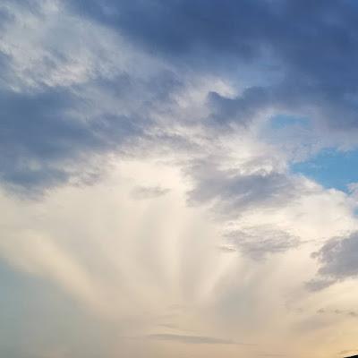 Donderjagende wolken foto