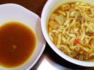 納豆にカレーうどん(日清のどん兵衛カレーうどん[西])