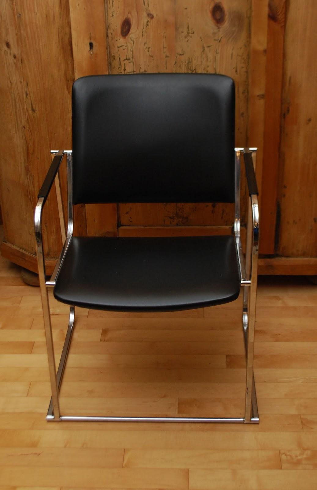 Tribute 20th Decor: Mid-Century Chrome & Vinyl Chair