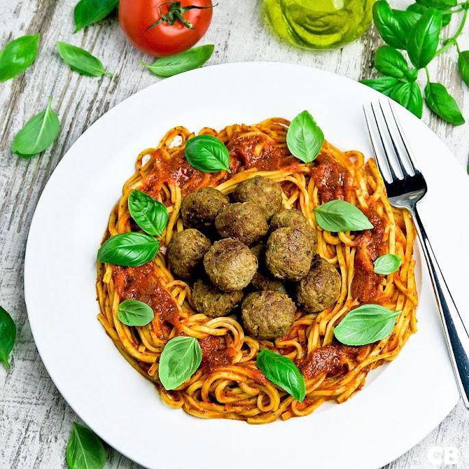 Recept: zo maak je zelf spaghetti met tomaat-paprikasaus en kalfsgehaktballetjes