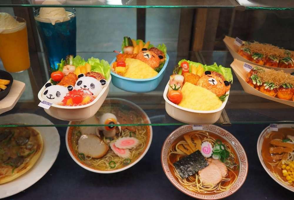 Contoh Makanan Replika di Etalase Restoran Jepang (nippon100.com)