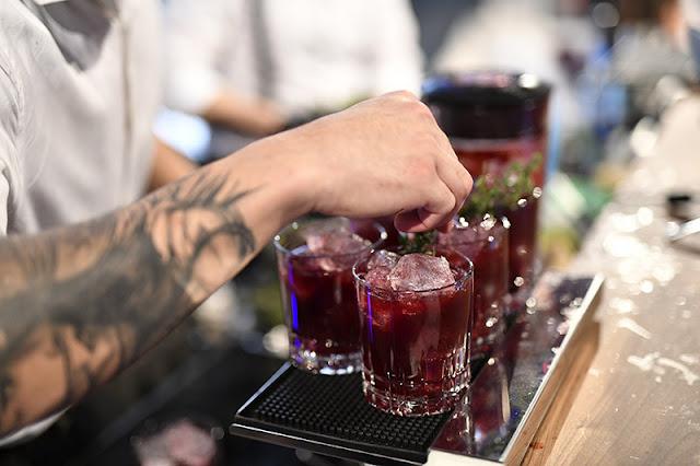 Diversos coquetéis na excursão por bares e festas em Berlim