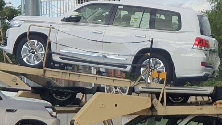 Cận cảnh Toyota Land Cruiser bản nâng cấp trước ngày ra mắt